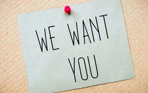 Prikbord met briefje waarop staat we want you