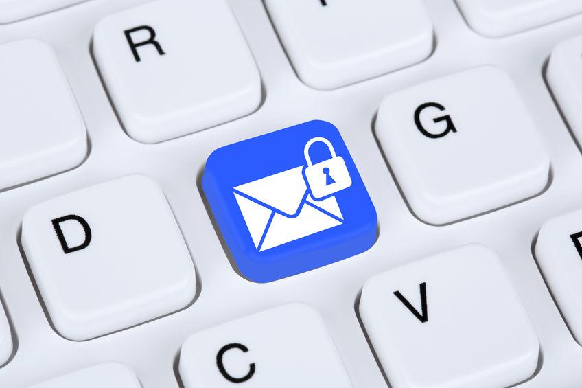 Toetsenbord met een beveiligd mail icoontje